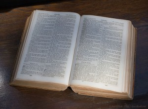 640px-Bible-open